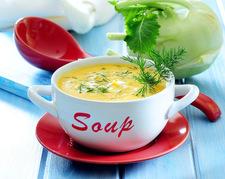 Zabielana zupa z młodej kalarepy i koperku