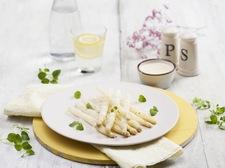 Zielone, białe, fioletowe – czas na szparagi!