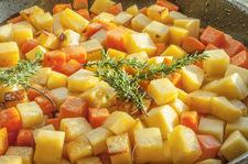 Zdradzamy przepis na brukiew w curry autorstwa genialnego szefa kuchni