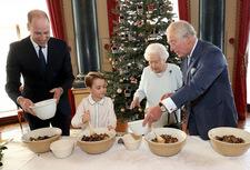 Pałac Buckingham ujawnił przepis na świąteczny pudding, który uwielbia Elżbieta II