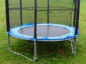 Czy trzeba składać trampolinę na zimę