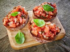 Kolorowe kanapeczki z pomidorem