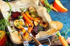 Pieczone warzywa z sosem miodowo – orzechowym