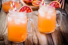 Orzeźwiająca woda kokosowa z pomarańczą