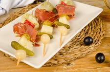 Banderillas z kiełbaskami i serem