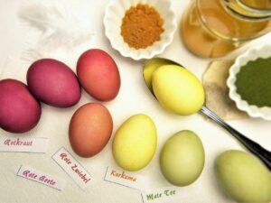 jak naturalnie zafarbować jajka