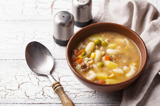 Zupa warzywna z mięsną wkładką