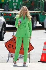 Elsa Hosk w zielonym garniturze