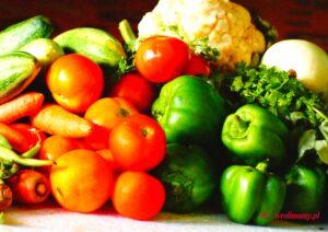 Skorzystaj z kalendarza warzyw i owoców sezonowych, aby serwowane posiłki były pożywne i zdrowe.
