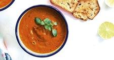 Puszysty krem z pieczonych warzyw à la pomidorowa