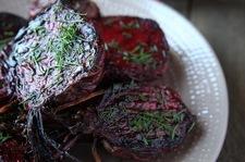 Cząstki buraczane w ziołowym maśle