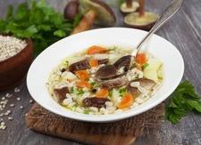Zupa z kaszą pęczak i grzybami