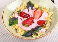 Makaron z truskawkami na letnie dni